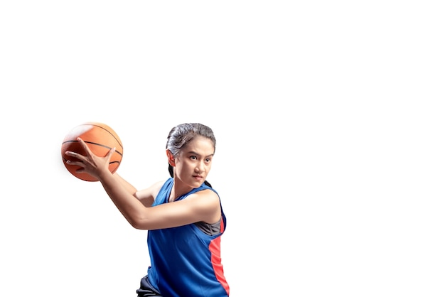 Retrato, de, menina asian, jogador basquetebol, defender, a, bola, de, oponente