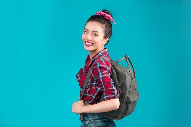 Retrato de menina asiática na moda se divertindo estilo estilo casual conceito estilo de vida moda urbana.