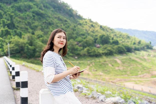 Retrato de menina asiática.