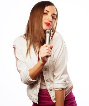 Retrato de menina beleza glamour cantora. isolado em um fundo branco.