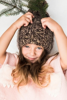 Retrato de menina com chapéu de inverno