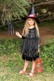 Retrato de menina com fantasia de halloween