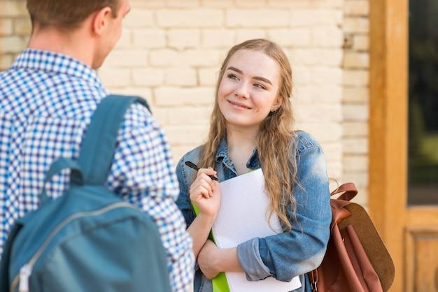 Retrato, de, menina, e, menino, frente, escola