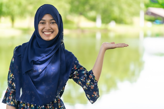 Retrato de menina muçulmana
