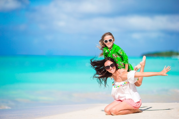 Retrato, de, menininha, e, mãe, ligado, verão, férias