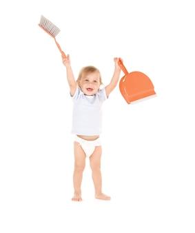 Retrato de menino com pá e escova