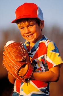 Retrato, de, menino jovem, basebol jogo