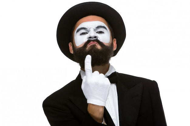 Retrato de mímica com o dedo apontando