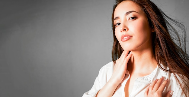 Retrato de moda beleza de sexy sensual jovem mulher asiática