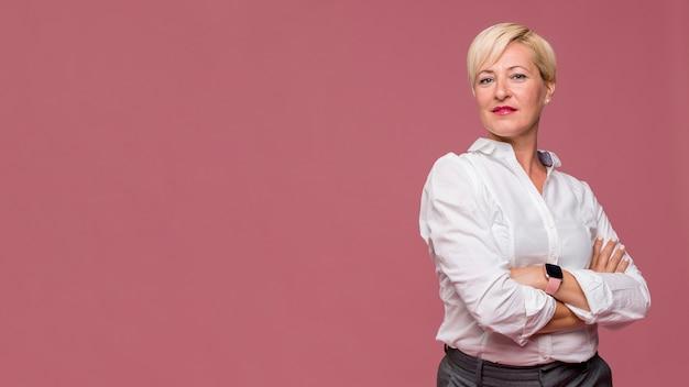 Retrato, de, modernos, mulher negócios fica