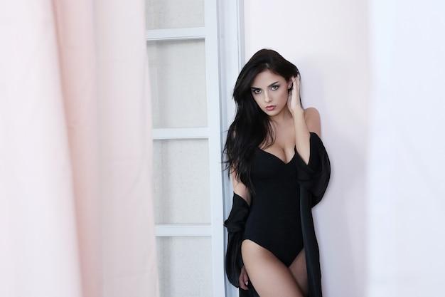 Retrato de mulher adorável