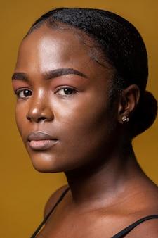 Retrato de mulher africana séria