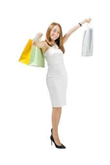 Retrato, de, mulher asian, em, vestido branco, segurando, bolsas para compras