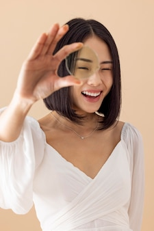 Retrato de mulher asiática encantadora