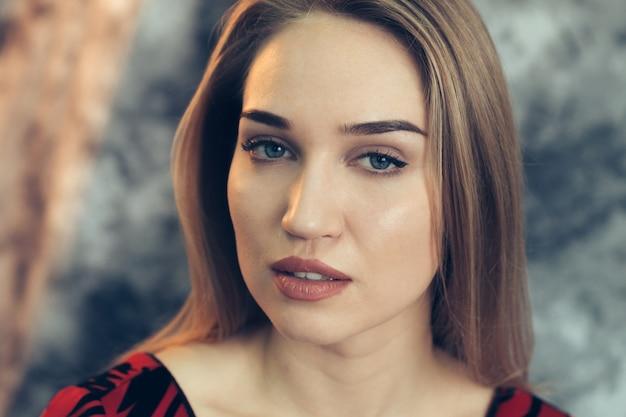 Retrato de mulher bonita close-up