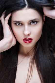 Retrato, de, mulher bonita, com, cacheados, penteado