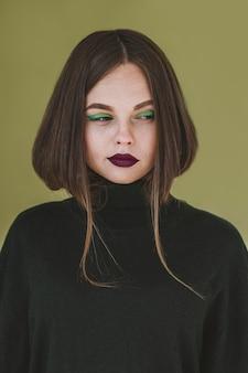 Retrato de mulher bonita com maquiagem