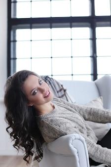 Retrato de mulher bonita e atraente