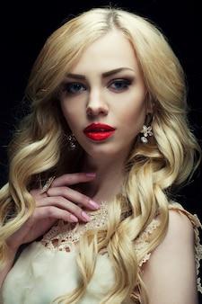 Retrato de mulher bonita na moda