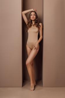 Retrato de mulher com corpo estético perfeito