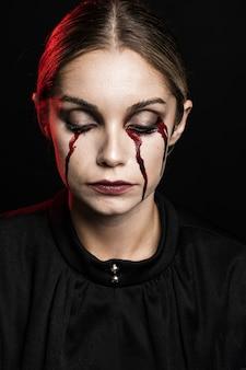 Retrato, de, mulher, com, fake, sangue, maquiagem