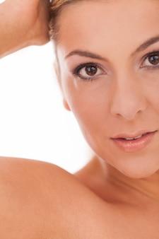Retrato de mulher com maquiagem diurna