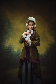 Retrato de mulher de estilo moderno do período renascentista com fones de ouvido
