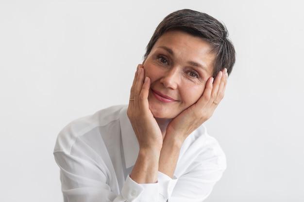 Retrato de mulher de meia-idade confiante