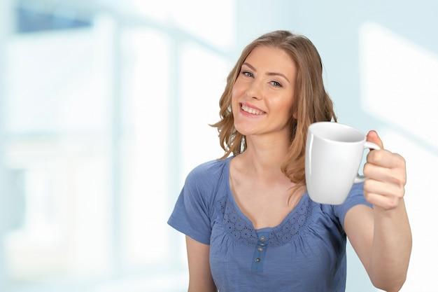 Retrato de mulher de negócios com copa