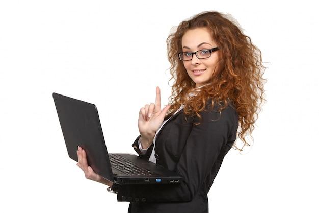 Retrato de mulher de negócios jovem atraente com laptop