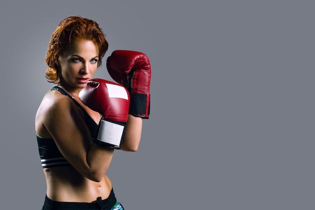 Retrato, de, mulher, em, luvas boxing