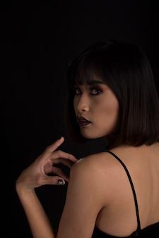 Retrato, de, mulher, em, tom escuro
