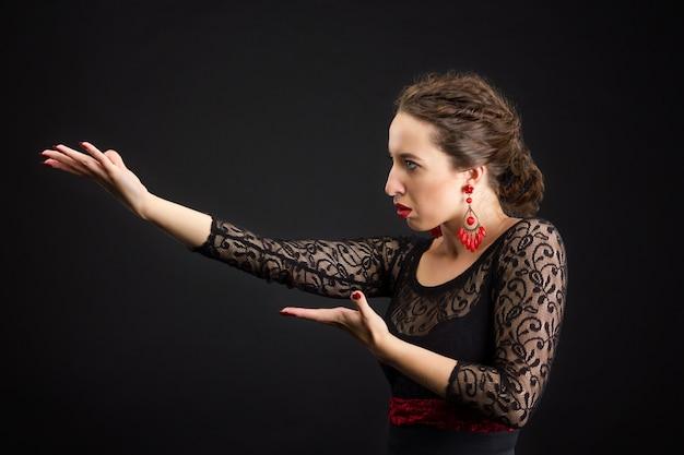 Retrato de mulher espanhola dançando flamenco