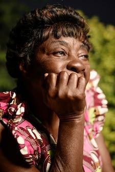 Retrato de mulher idosa africana