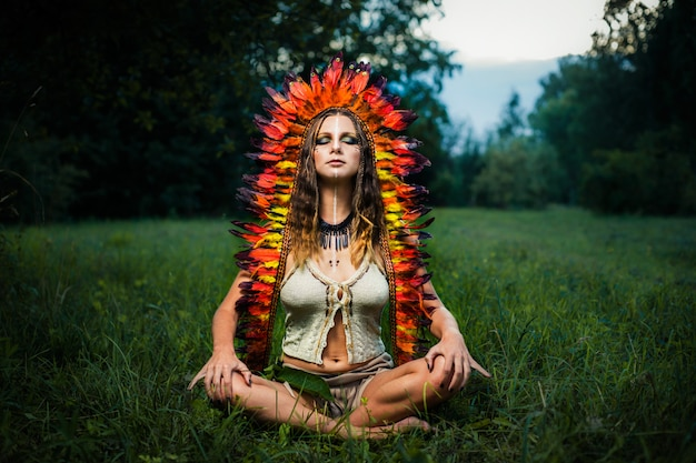 Retrato de mulher indiana meditando