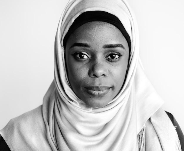 Retrato de mulher islâmica, olhando para a câmera