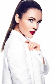 Retrato de mulher jovem e bonita elegante