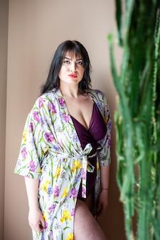 Retrato de mulher jovem e bonito estilo cigano