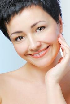 Retrato de mulher madura com pele saudável do rosto