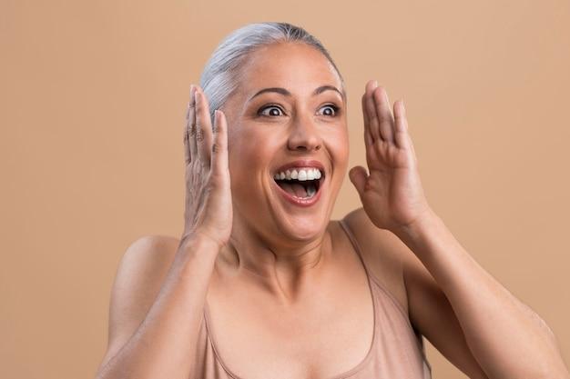 Retrato de mulher mais velha surpresa