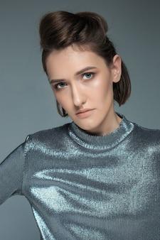Retrato de mulher moda. bela modelo.