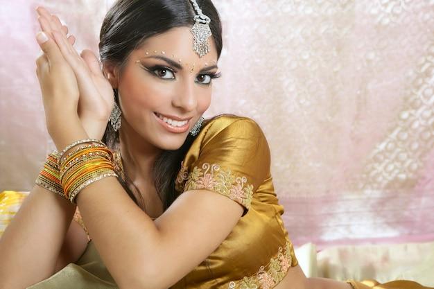 Retrato de mulher morena indiana linda