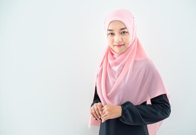 Retrato de mulher muçulmana metade