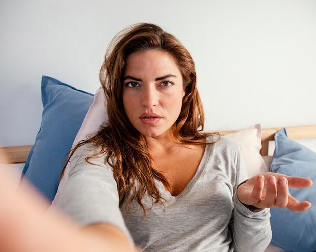 Retrato de mulher na cama