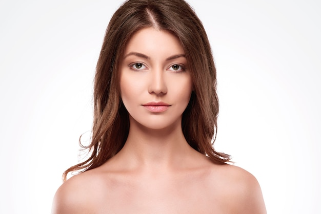 Retrato de mulher natural e bonita
