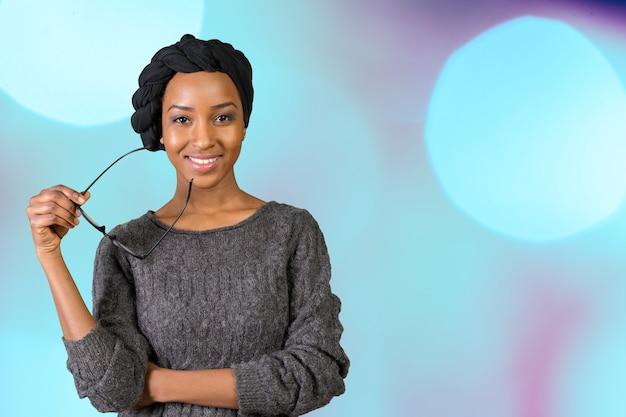 Retrato de mulher negra sorridente
