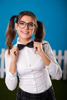 Retrato de mulher nerd elegante