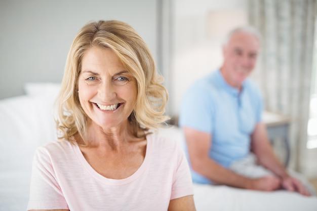 Retrato, de, mulher sênior, sorrindo quarto