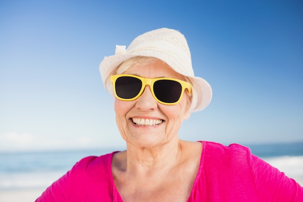 Retrato de mulher sorridente sênior