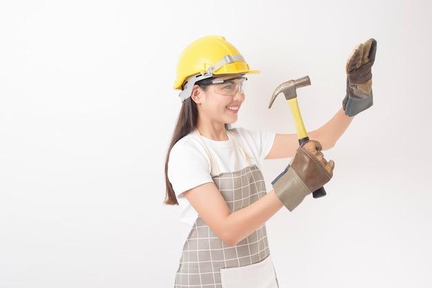 Retrato de mulher técnico em fundo branco